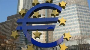 Banks hoarding ECB cash causing Euro to hit lows