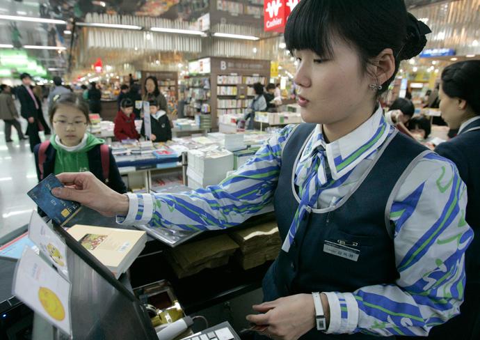 South Korean Regulators Punish Credit Card Companies