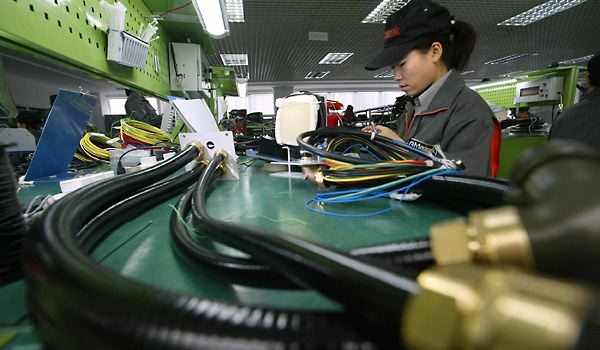 Chinese Factory Output Continues to Contract