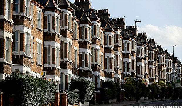 UK property market slows; Analysts say to bounce back again