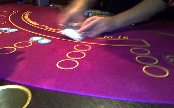 Hats off to online casinos with live dealer lounges in the UK!